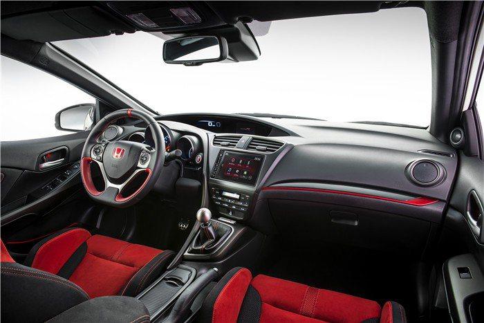 內裝採用大量紅色元素,熱血度破錶。 Honda提供