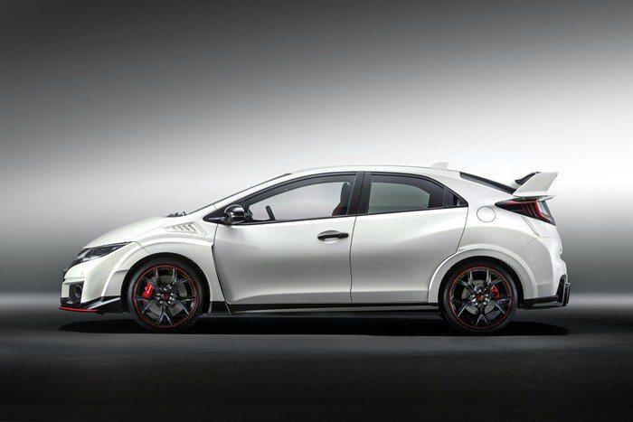 全新Civic Type R採用2.0升VTEC渦輪增壓引擎,可輸出310hp最...