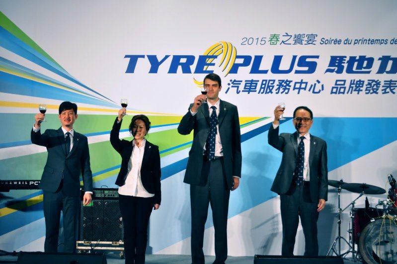 看好售後服務商機,台灣米其林在新春團拜記者會同步發表新品牌,將積極推動TYREPLUS馳加汽車服務中心,提供國人專業、有保障服務。 記者許信文/攝影