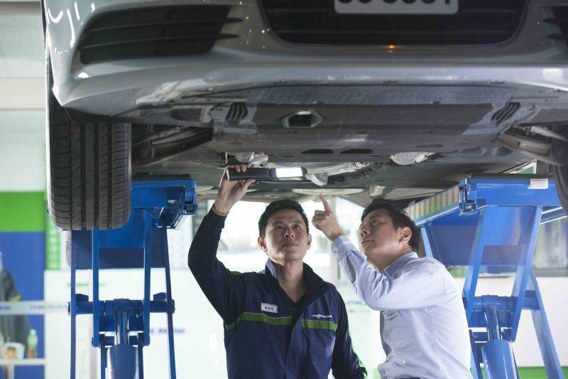 比照汽車大廠的服務訓練機制,馳加服務中心技師團隊都需要通過米其林集團規劃的專業訓練,並且由TUV德國萊因公司負責評核認證標準化服務流程,確保服務品質。 台灣米其林提供