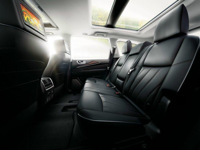 車室全景式天窗以及三區恆溫控制系統外,更搭載BOSE劇院級5.1聲道環繞音響與全...