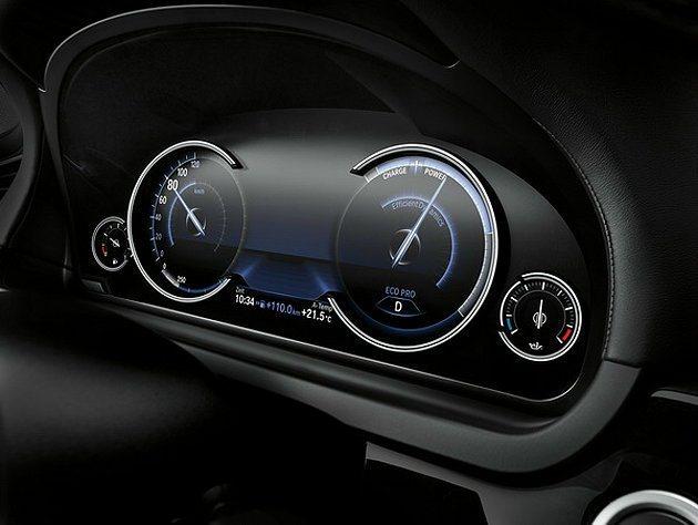 10.25吋多重行車模式儀表板以BMW經典的四環式儀表板為基礎概念。 BMW