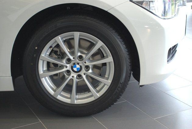 配備BS的205_R16輪胎。 趙惠群