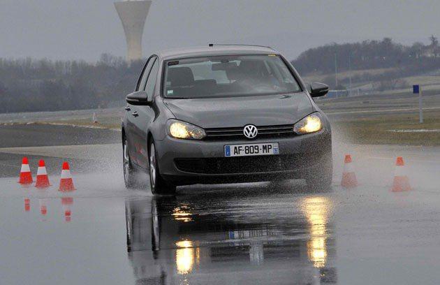 相同情況下,Energy Saver+濕地煞停距離比同級輪胎縮短1.2公尺 Mi...