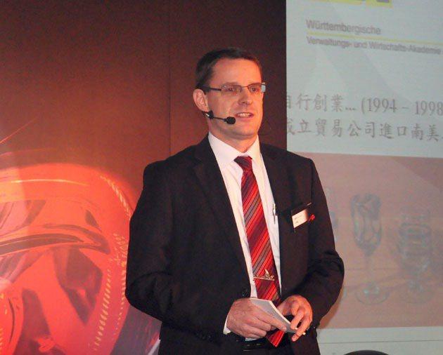 台灣賓士總裁邁爾肯首度在台灣媒體前發表年度計畫。 蔡志宇