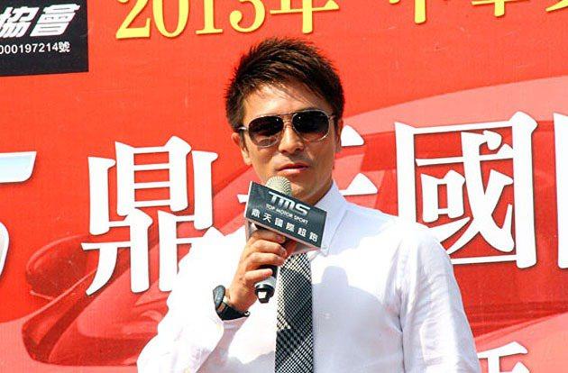 為表達對馮仁稚參賽的重視,D1 GP賽會會長五十嵐真一特地前來台灣參加授旗記者會...