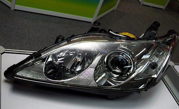 得到創新產品獎的智慧型轉向頭燈,主要創新在於能夠隨著方向盤與車速改變投射角度,增...