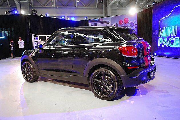 Paceman車尾設計有全新風格,以橫式水平尾燈配上斜置而特寬的後窗。 趙惠群