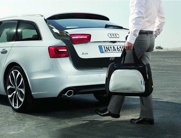 體感尾門自動開啟功能的貼心設計,展現四環品牌進化科技的人本思維。 Audi
