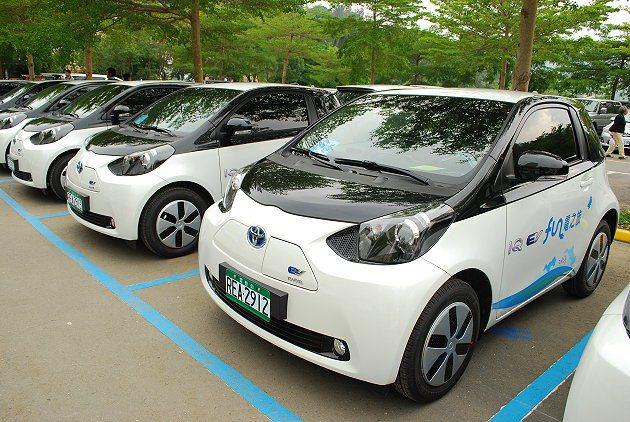 初期投入的電車輛中,iQ EV可說是造型可愛的嬌客,全球僅生產百輛,日本豐田特別...