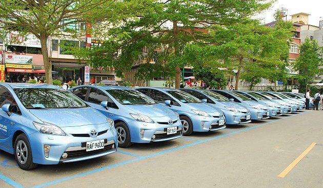 16台Prius PHV插電式油電車,其最大航程達1千公里。 趙惠群