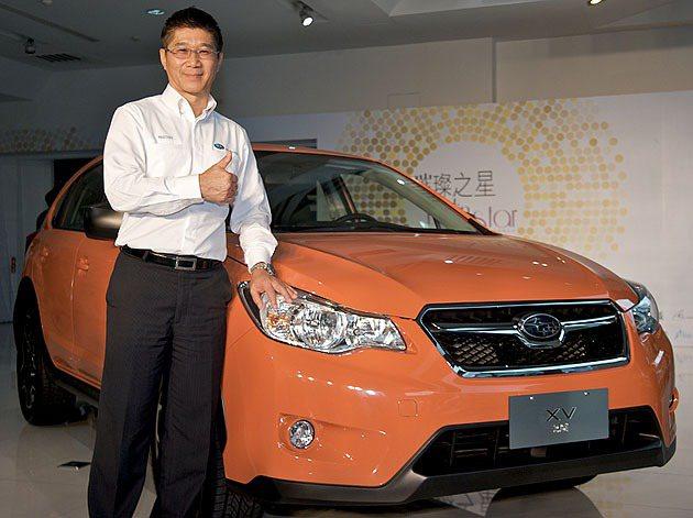 Subaru台灣意美汽車總經理司徒國民與XV合影。 Subaru