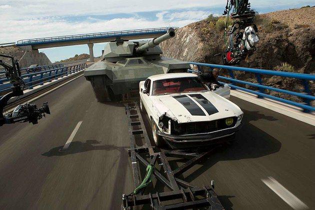 與坦克車追逐場面頗為驚險。 環球影片