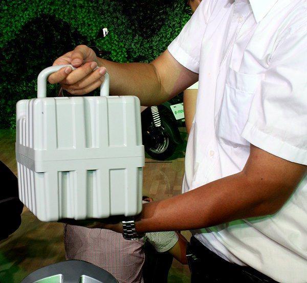 e-moving Super的STOBA動力鋰電池,體積更小、重量更輕,可帶回家...