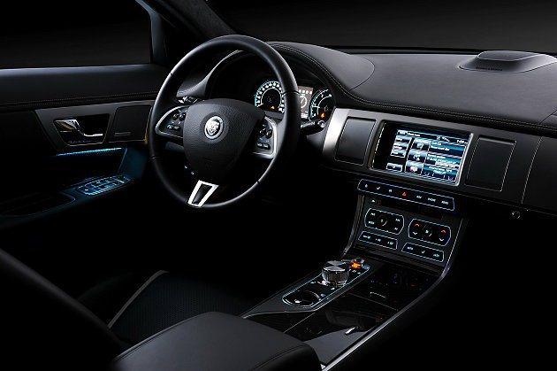 New XF以英國工藝鋪陳出奢華簡約乘坐氛圍。 Jaguar