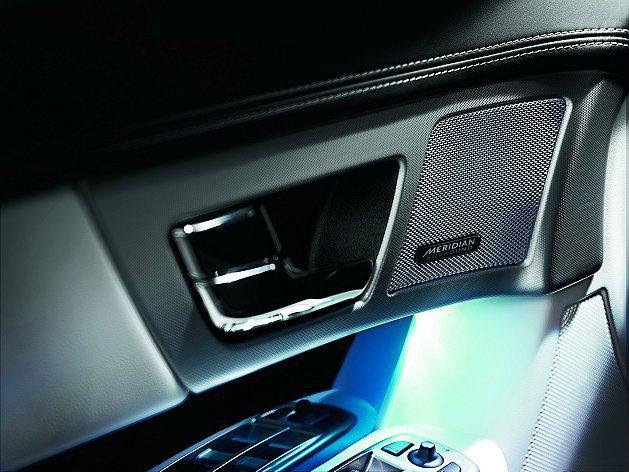 New XF 2.0i Premium Luxury和3.0 V6 S/C Pr...