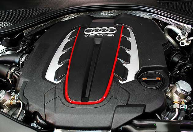 兩車型都配結合雙渦輪增壓與缸內直噴的V8 TFSI 4.0L引擎,最大馬力420...