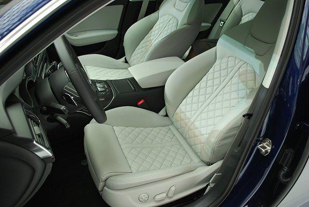 S6 Avant的座椅同樣採菱格紋設計,並強化其包覆與支撐性。 趙惠群