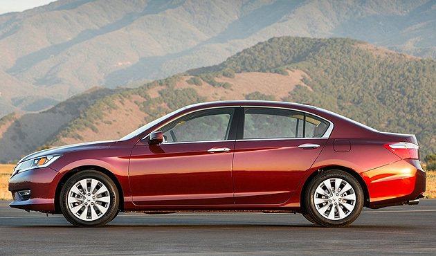 九代Accord車幅為4880mm×1850mm×1465mm。 Honda