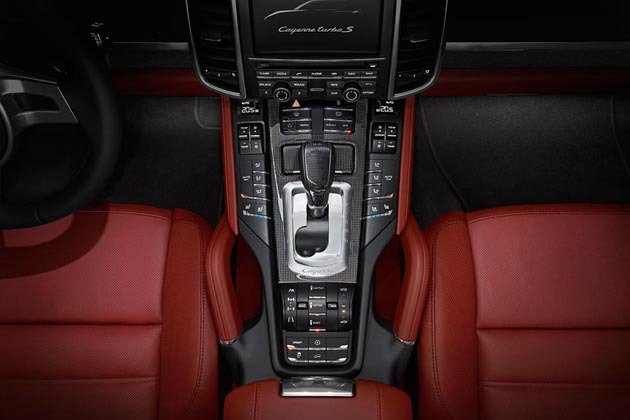 Cayenne Turbo S標配八速雙離合器變速箱。 Porsche