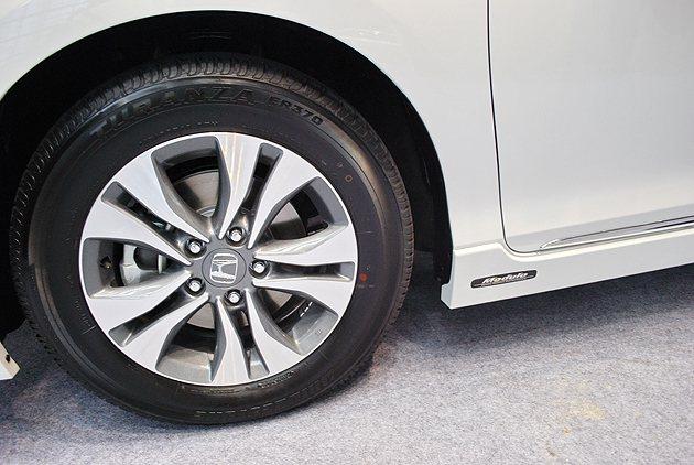 Exclusive頂級車型追加Modulo套件並配備17吋五爪雙肋式鋁圈。 趙惠...