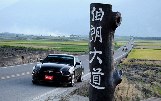 因為廣告的關係,許多來到日暉國際度假村的遊客都會到鄰近的伯朗大道拍照。 蔡志宇