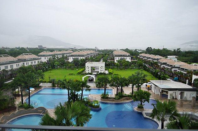 日暉國際度假村全景,除了一般房型之外,圖中兩排為Villa。 蔡志宇