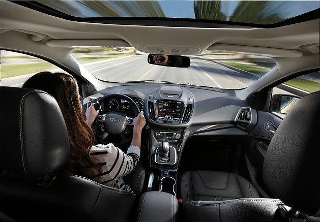 全新Kuga打造「移動式劇院」車室體驗,讓愛樂迷夏日出遊更盡興。 Ford