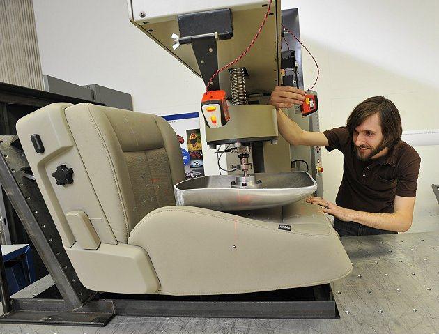 V-Shape設計增加座椅包覆性,減重10%更有助降低車體油耗。 Ford