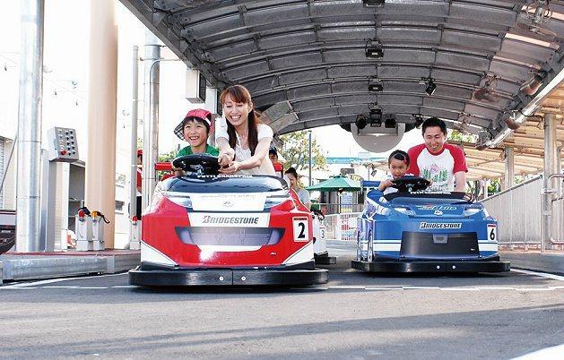 鈴鹿賽道樂園寓教於樂,讓小朋友學習汽車的操控與觀念,並與父母快樂互動。 大魯閣開...