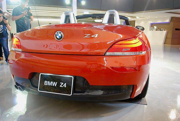 車尾下擾流也採用黑色鏡面式樣。 記者趙惠群/攝影