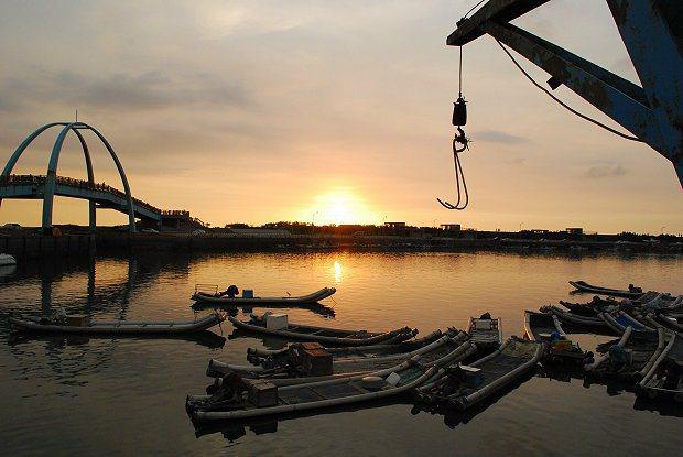 王功漁港夕照成為當地最熱門的拍照景點。 記者趙惠群/攝影