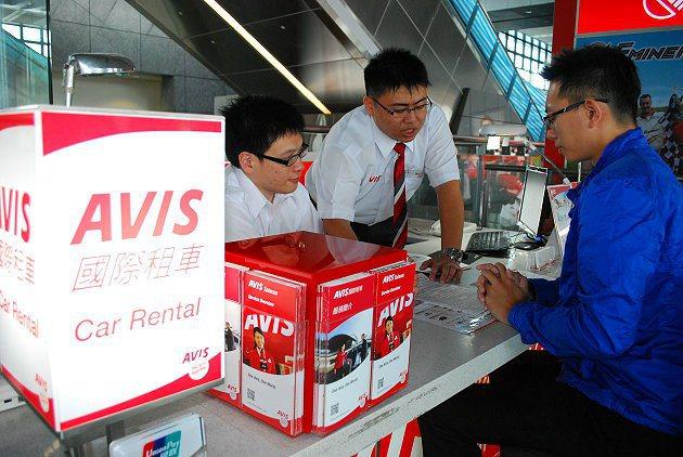 AVIS今年已進駐在高鐵桃園、新竹、台中、嘉義、高雄等站,相當便利。 AVIS提...