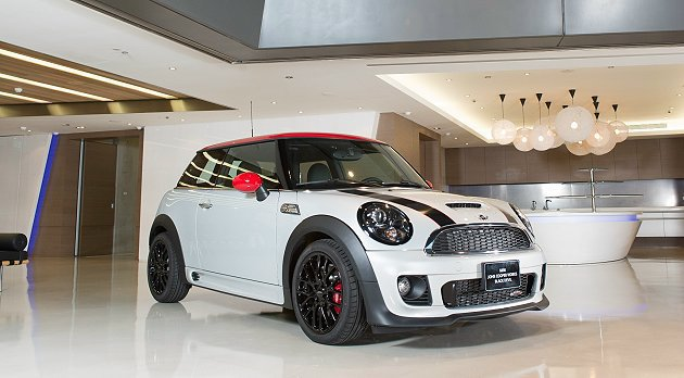 MINI John Cooper Works Black Devil Editi...