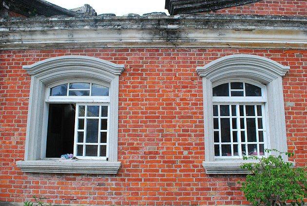 後壁黃氏古宅融合巴洛克風格的花窗。 記者趙惠群/攝影
