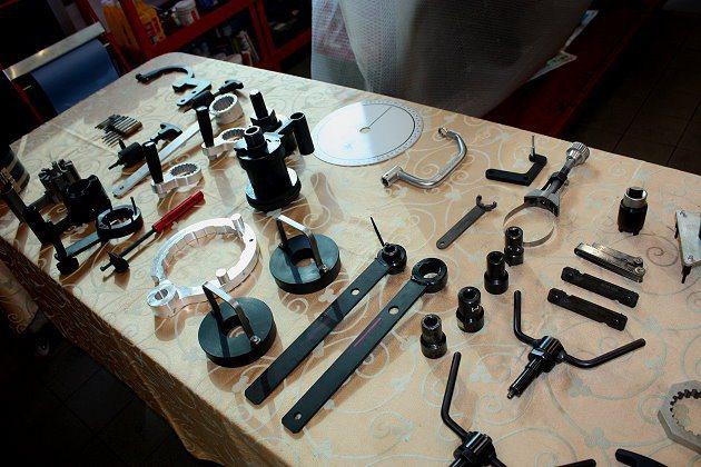 技師上課所使用的工具與零件整齊陳列。 記者林和謙/攝影