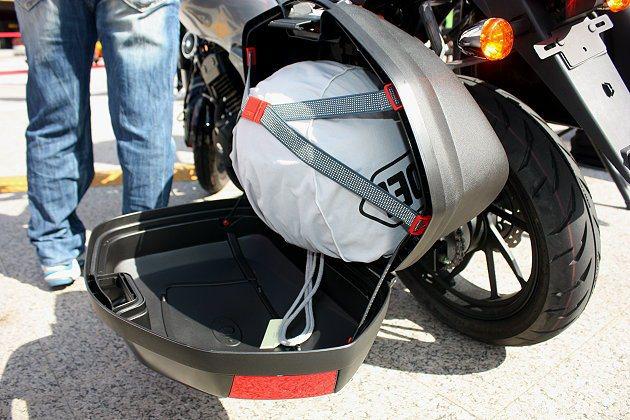 可選配車側加裝GIVI行李廂。 記者林和謙/攝影