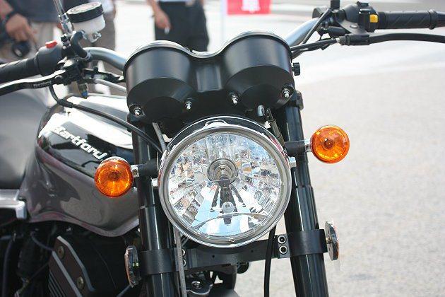 車頭燈設計俐落。 記者林和謙/攝影