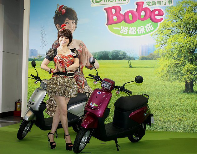 電動自行車e-moving Bobe請來藝人王彩樺代言。 記者林和謙/攝影