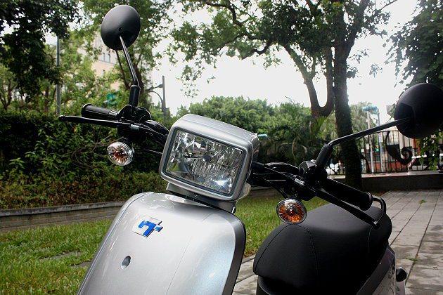 頭燈設計採復古風。 記者林和謙/攝影