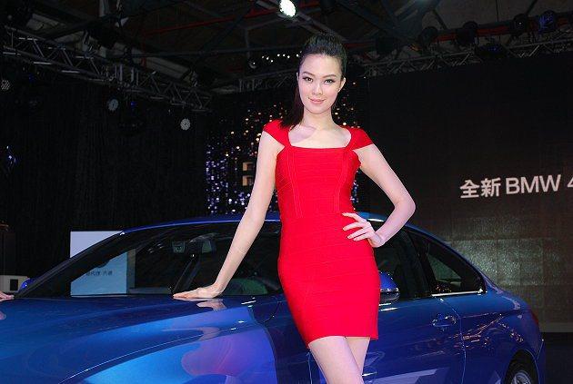 428i和435i兩個汽油車型,報價各由273萬元與328萬元起跳。 記者趙惠群...