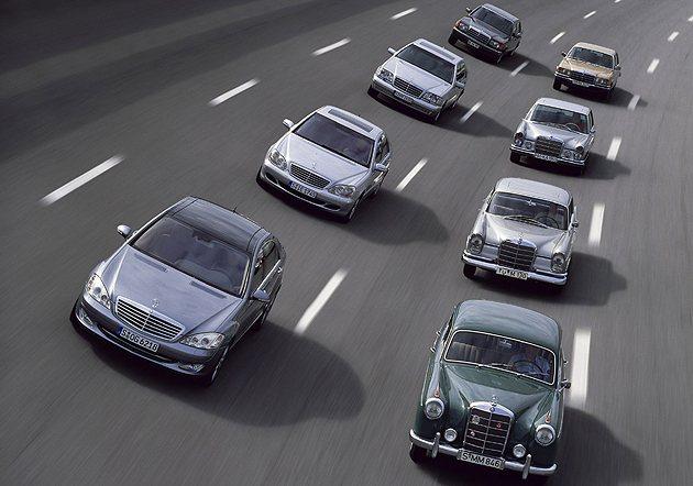 M-Benz的豪華車族譜,左為S-Class,右為300 SEL以前的豪華房車。...