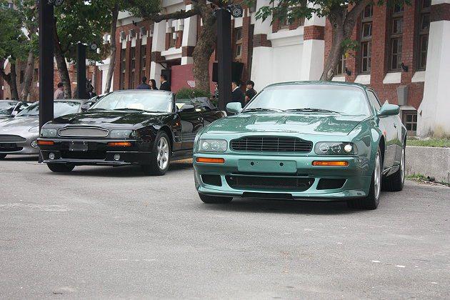 經典車款,右為V8 Vantage Le Mans紀念款。 記者林和謙/攝影