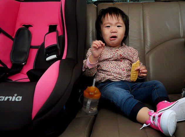 幼兒在車室內也有相當多過敏源的風險。 蔡志宇