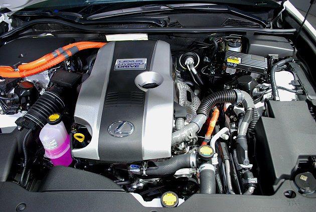 油電複合動力系統以2.5升Atkinson循環引擎搭配電動馬達,可創造223PS...
