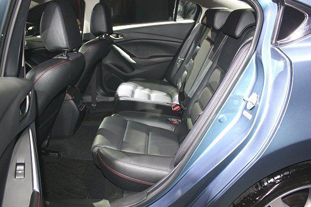 車身尺碼加大,軸距2,830mm,車內空間更加寬敞,頭部與膝部空間提升。 記者林...