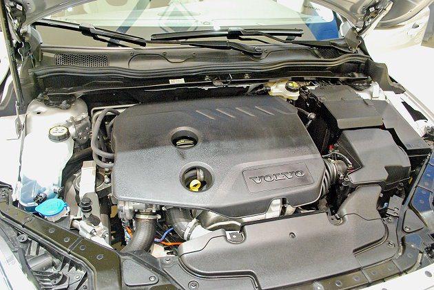 V40 Cross Country T5有2.0和2.5兩套不同動力輸出的渦輪增...