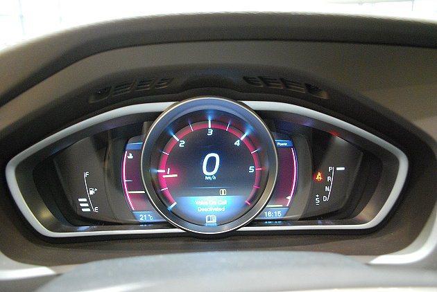 8吋TFT單環複合式儀表並有三種變換模式。 記者趙惠群/攝影