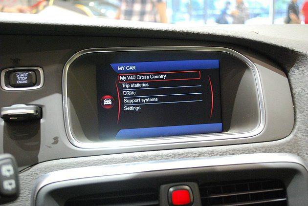 7吋中控螢幕內建連網功能,並結合最新的紅外線觸控科技,戴著手套依然能操控螢幕。 ...