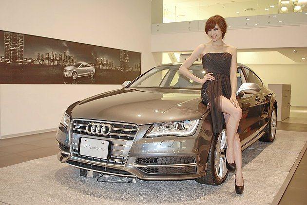 Model劉嘉恩與S7 Sportback。 記者趙惠群/攝影